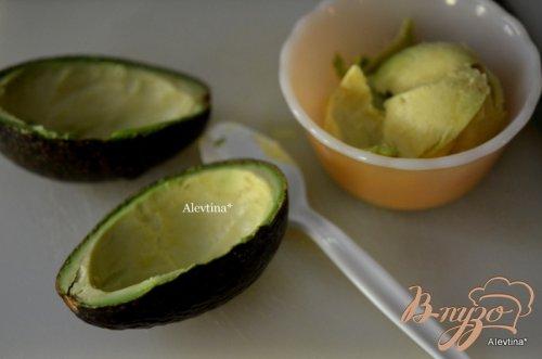 Авокадо с запеченными яйцами