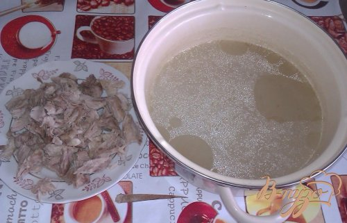 Картофельный суп со свининой и зеленым горошком