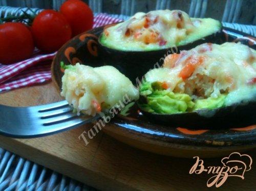 Авокадо запеченные с креветками и сыром