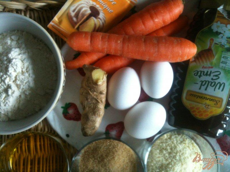 Фото приготовление рецепта: Кексы морковно-имбирные с медом шаг №1