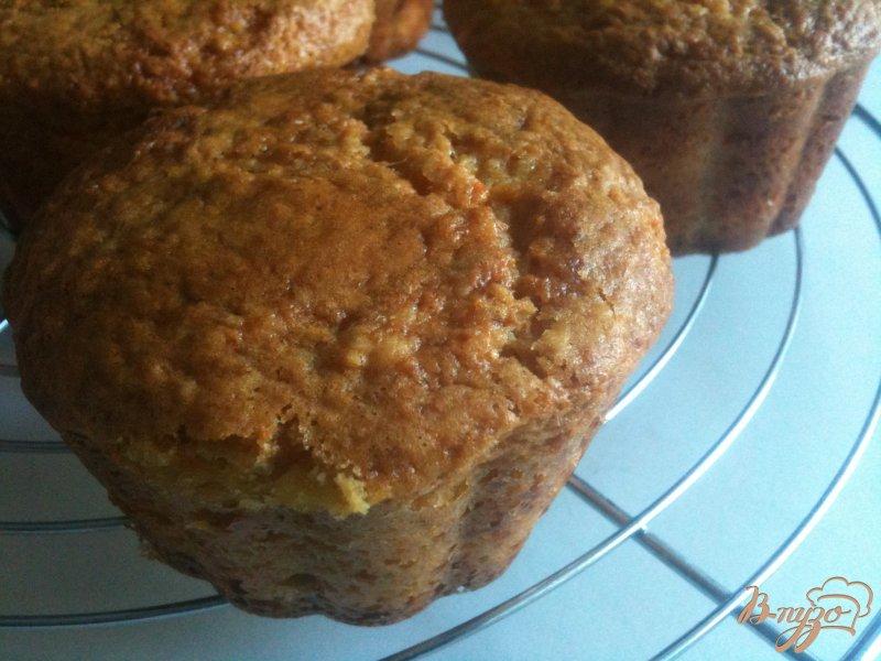 Фото приготовление рецепта: Кексы морковно-имбирные с медом шаг №9