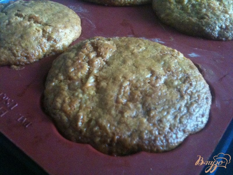 Фото приготовление рецепта: Кексы морковно-имбирные с медом шаг №8