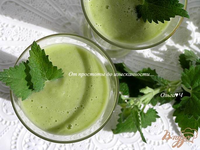 Фото приготовление рецепта: Освежающий зеленый коктейль шаг №4