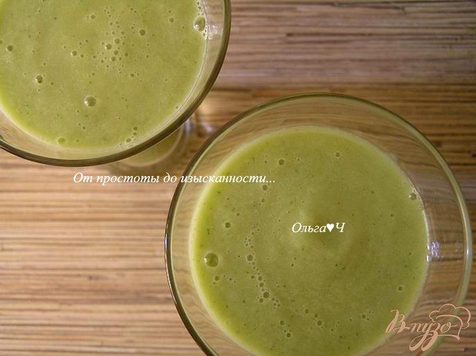 Фото приготовление рецепта: Освежающий зеленый коктейль шаг №3