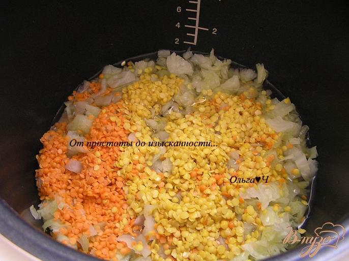 Фото приготовление рецепта: Тушеная капуста с двумя видами чечевицы и орегано шаг №2