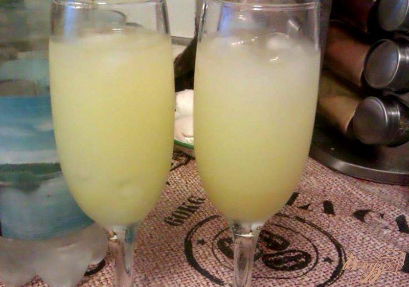 Фото приготовление рецепта: Освежающий коктейль с лимонным ликером шаг №2
