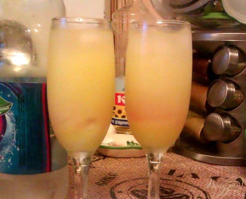 Фото приготовление рецепта: Освежающий коктейль с лимонным ликером шаг №3