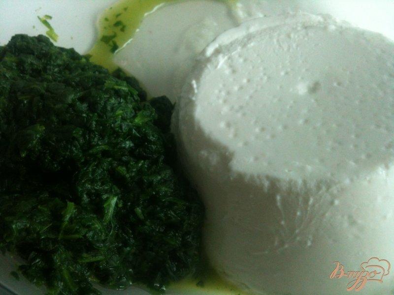 Фото приготовление рецепта: Равиоли с рикоттой и шпинатом шаг №3