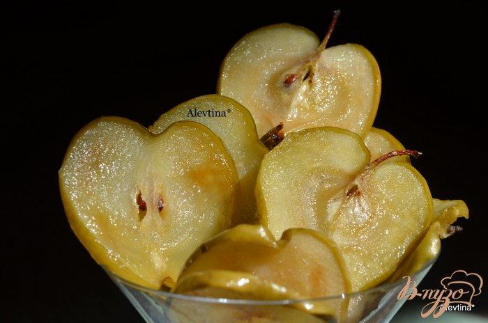 Фото приготовление рецепта: Яблочные карамелизированные чипсы шаг №4