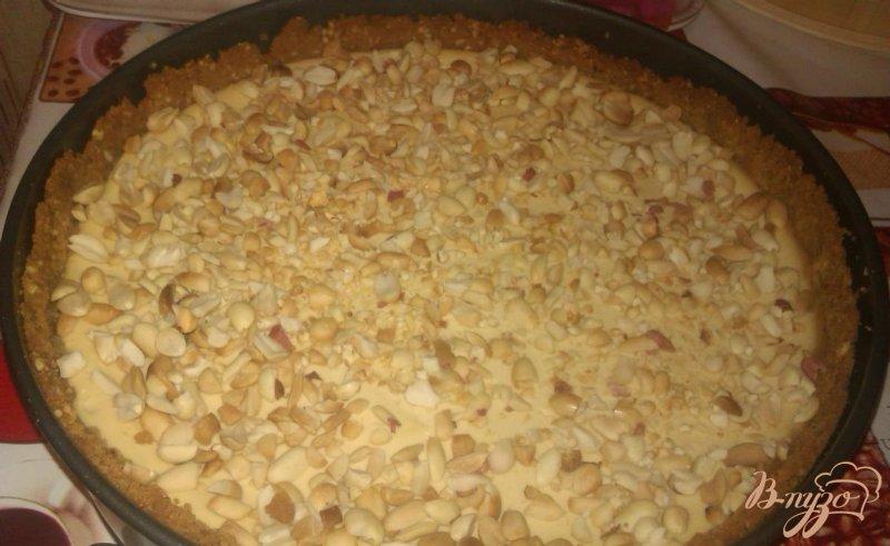 Фото приготовление рецепта: Ореховый чизкейк с шоколадным ганашем шаг №6