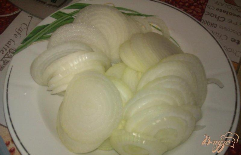 Фото приготовление рецепта: Огуречный салат с луком на зиму шаг №2
