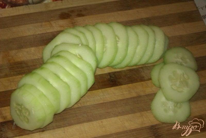 Фото приготовление рецепта: Огуречный салат с луком на зиму шаг №1
