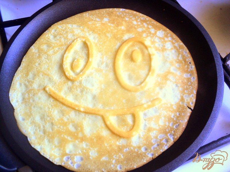 Фото приготовление рецепта: Веселые апельсиновые блины шаг №5