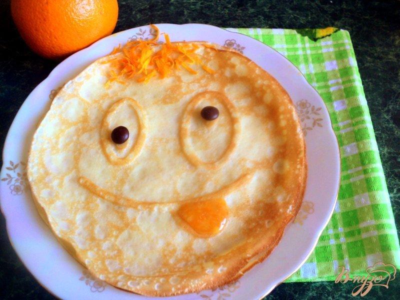 Фото приготовление рецепта: Веселые апельсиновые блины шаг №7