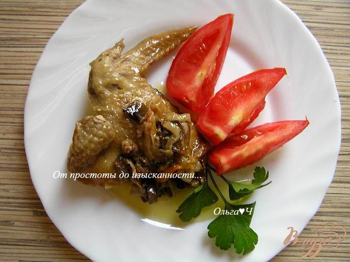 Фото приготовление рецепта: Курица в сливочном соусе с грибами шаг №6