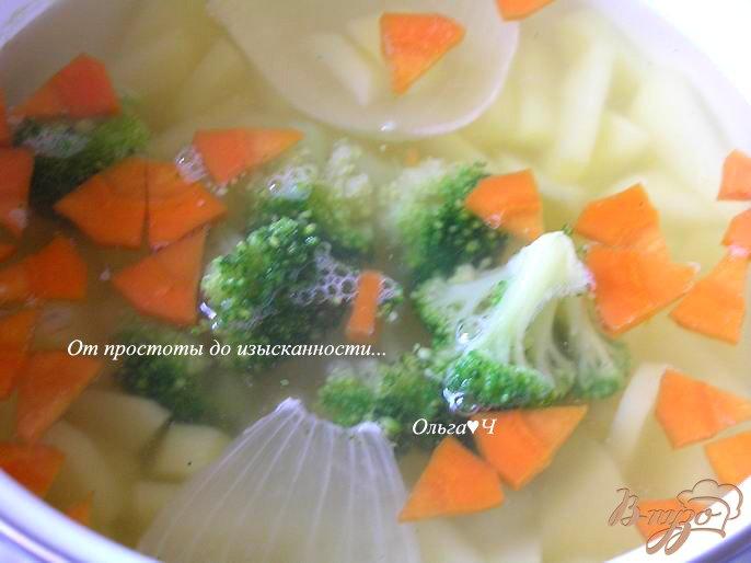 Фото приготовление рецепта: Овощной суп с брокколи шаг №3
