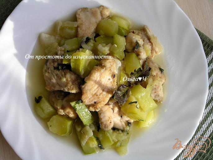 Фото приготовление рецепта: Жаркое из курицы с кабачками шаг №6