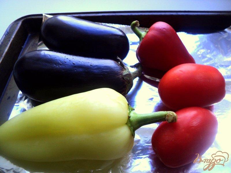 Фото приготовление рецепта: Салат из запеченных баклажанов шаг №1
