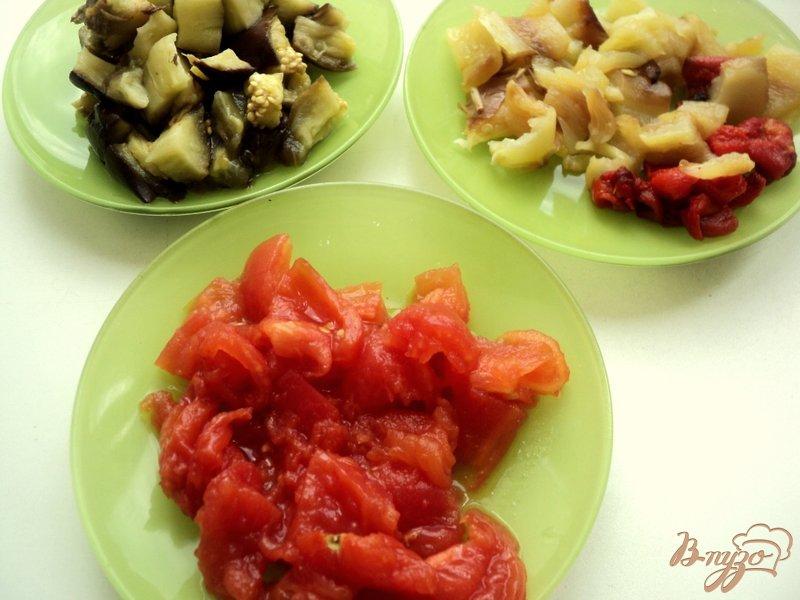 Фото приготовление рецепта: Салат из запеченных баклажанов шаг №2