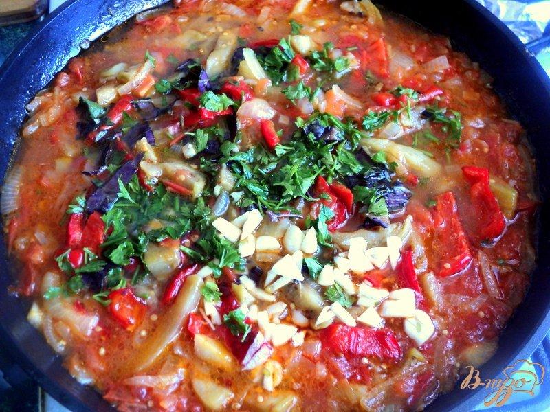 Фото приготовление рецепта: Фрикадельки с базиликом и овощами шаг №8