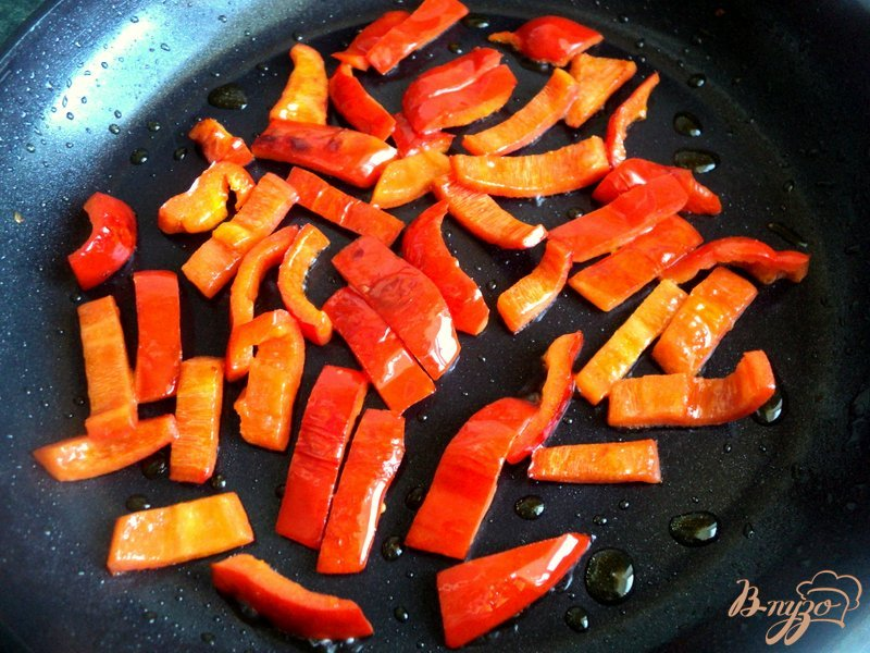 Фото приготовление рецепта: Фрикадельки с базиликом и овощами шаг №3