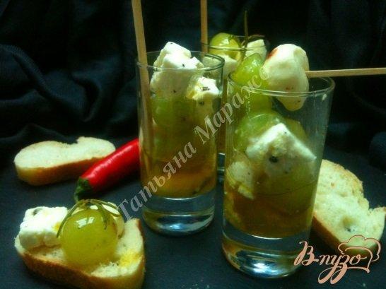 Рецепт Маринованный виноград с сыром