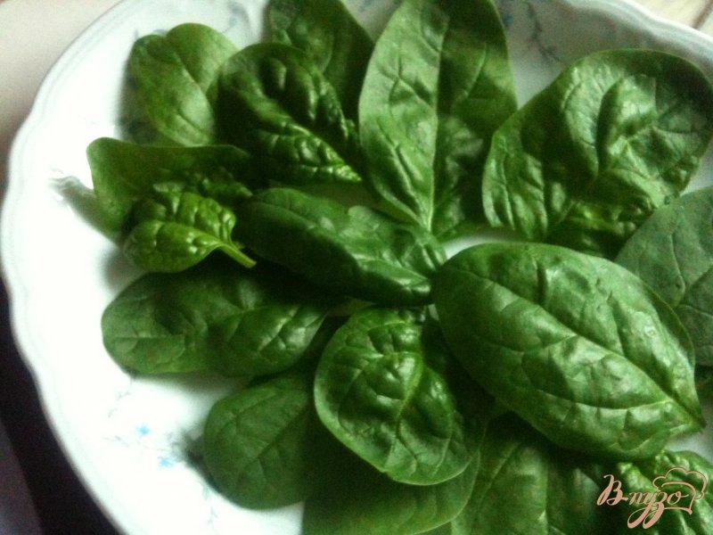 Фото приготовление рецепта: Салат из моцареллы с хурмой и ветчиной шаг №2