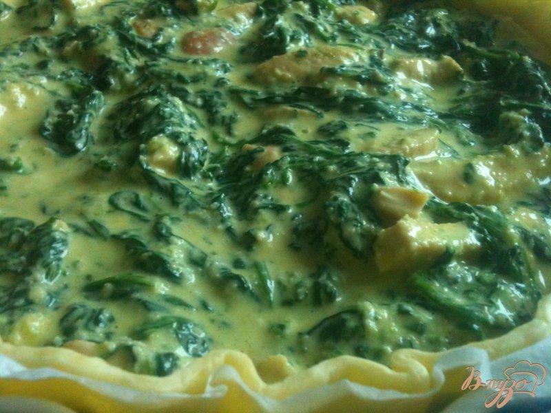 Фото приготовление рецепта: Пирог со шпинатом и куриным мясом шаг №7