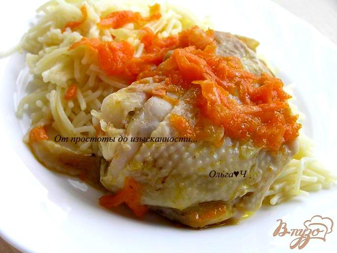 Фото приготовление рецепта: Курица, тушеная с морковью шаг №5