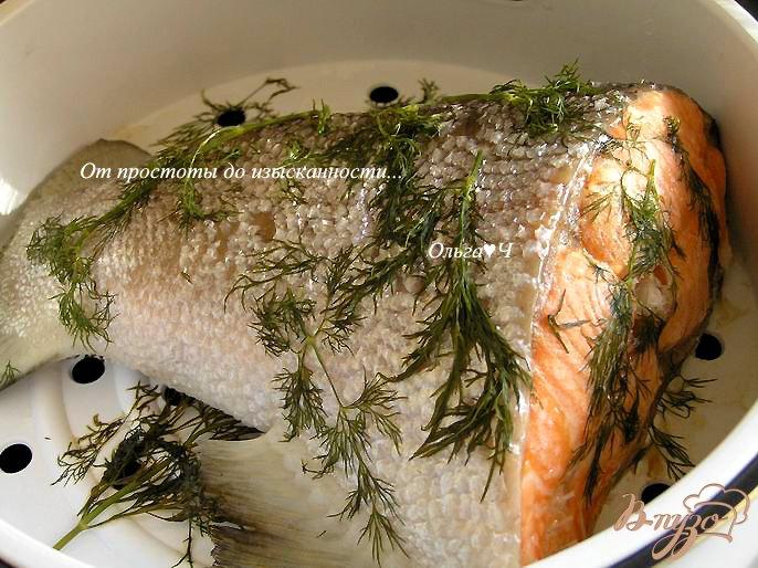 Фото приготовление рецепта: Ужин на парУ в мультиварке: Лосось в укропе с картошечкой шаг №3