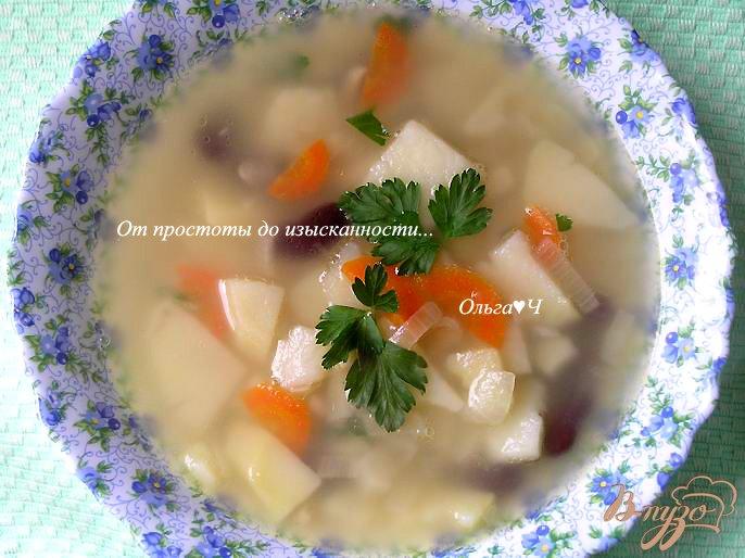 Фото приготовление рецепта: Суп с кальмаром и фасолью шаг №7