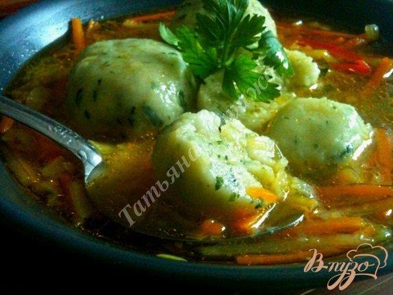 Фото приготовление рецепта: Овощной суп с картофельными галушками шаг №11