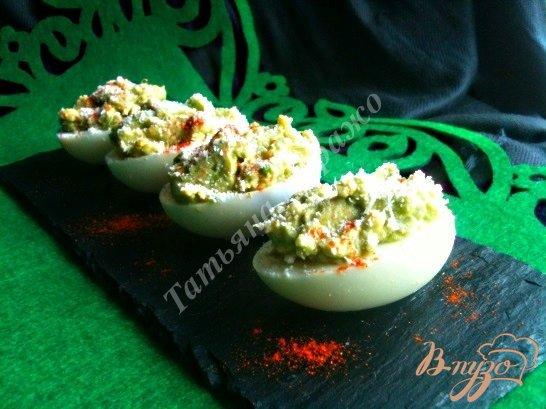 Рецепт Яйца фаршированные авокадо и крабовым мясом
