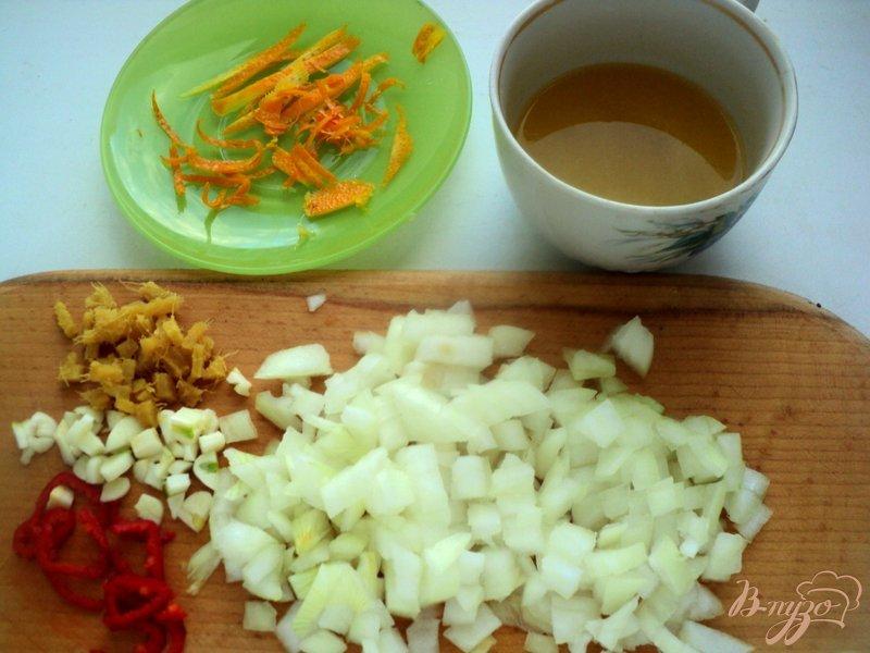 Фото приготовление рецепта: Свинина с апельсинами в горшочке шаг №1