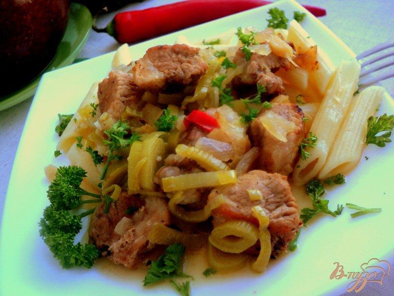 Фото приготовление рецепта: Свинина с апельсинами в горшочке шаг №6