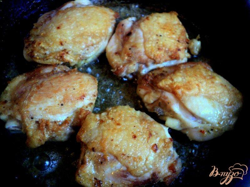 Фото приготовление рецепта: Курица с айвой шаг №2