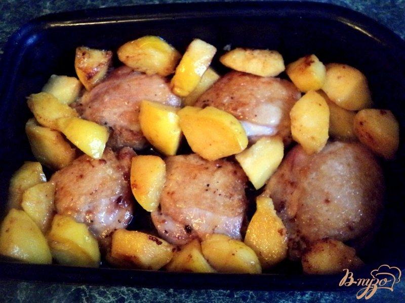 Фото приготовление рецепта: Курица с айвой шаг №5