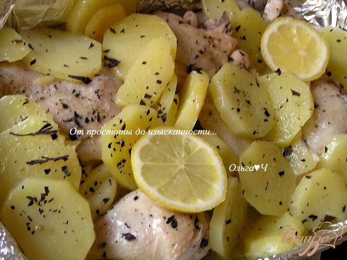 Фото приготовление рецепта: Курица, запеченная с картофелем и лимоном шаг №3