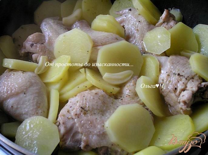 Фото приготовление рецепта: Курица, запеченная с картофелем и лимоном шаг №2
