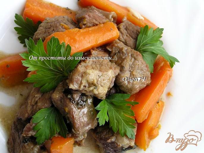 Фото приготовление рецепта: Рагу из говядины с морковью и мятой (в мультиварке) шаг №6