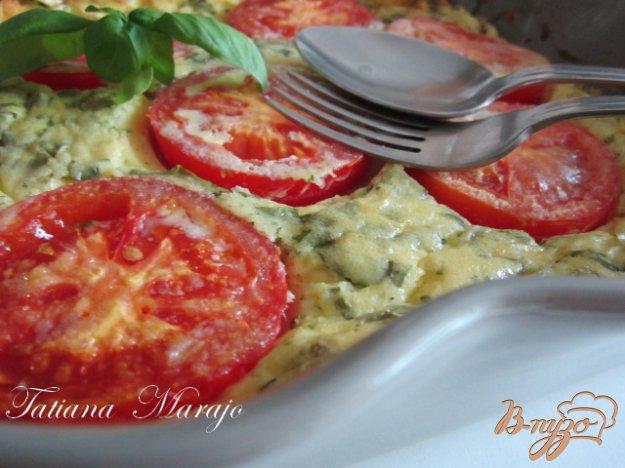 Фото приготовление рецепта: Клафути с томатами и базиликом шаг №4