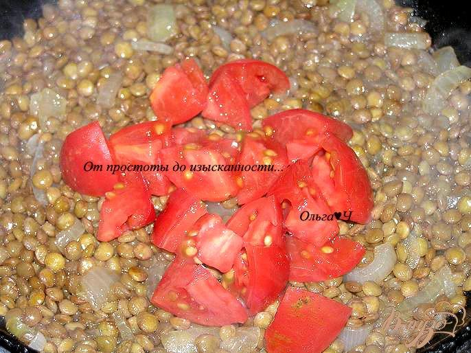 Фото приготовление рецепта: Чечевица с помидорами шаг №3
