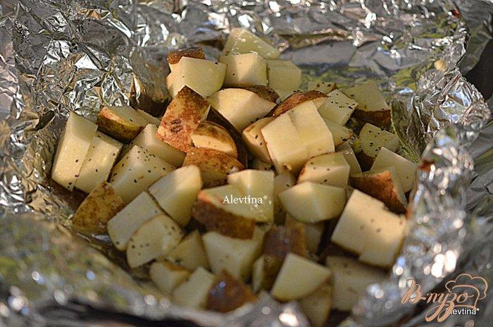 Фото приготовление рецепта: Картофельный гарнир в фольге шаг №2