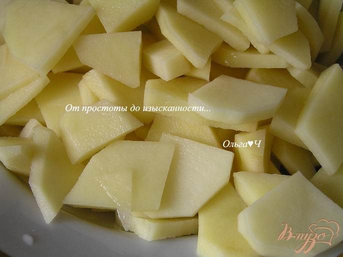 Фото приготовление рецепта: Суп с печенью минтая, мартини и маслинами шаг №1
