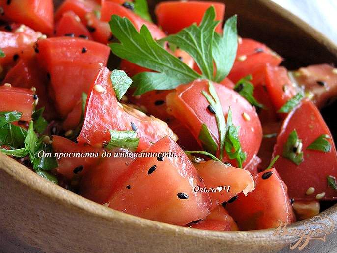Фото приготовление рецепта: Салат с помидорами и кунжутом шаг №4