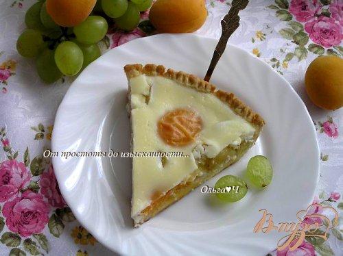 Нежный пирог с абрикосами и виноградом