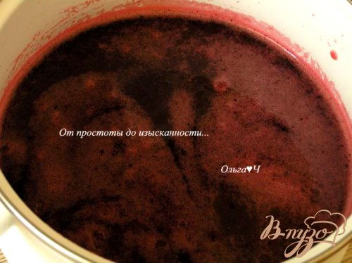 Морс из черной смородины с мятой и коричневым сахаром