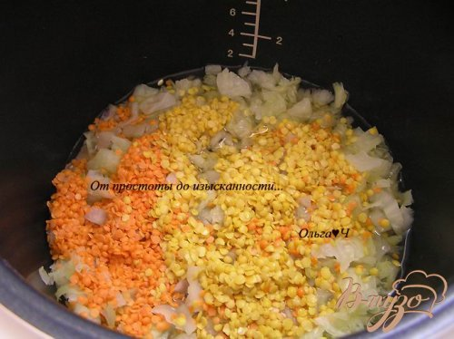 Тушеная капуста с двумя видами чечевицы и орегано