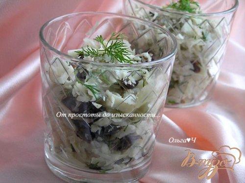 Салат с квашенной капустой, черносливом и бразильским орехом