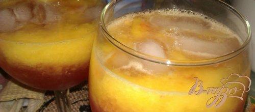Персиковый коктейль с малиновым ликером